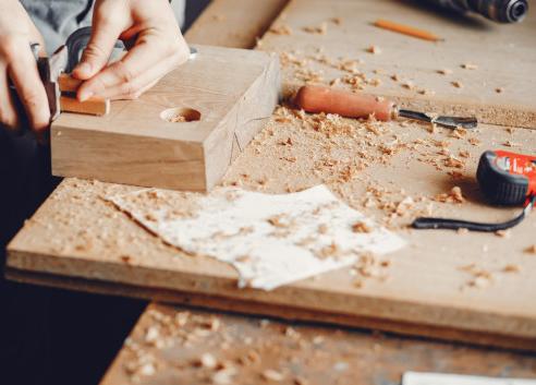 Feliz Dia do Marceneiro ao profissional da madeira