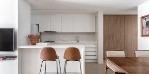 Marcenaria e móveis multifuncionais se destacam em projeto do Studio Boscardin.Corsi