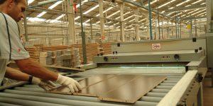 Produção de móveis cai 36,7% em abril sob impacto da pandemia de coronavírus