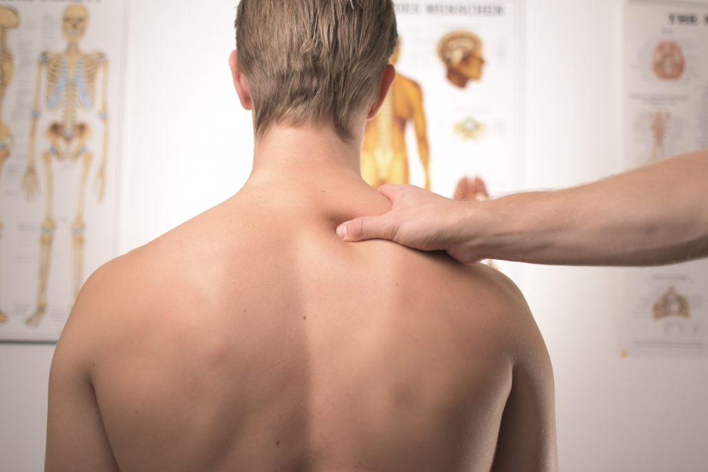 Fisioterapeuta do trabalho alerta para a necessidade de comprar móveis que não prejudiquem a postura.