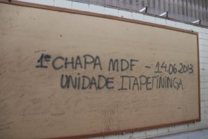 quadro com a primeira chapa de madeira MDF produzida pela Duratex Itapetininga