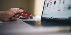 65% dos brasileiros estão comprando mais em sites e apps estrangeiros
