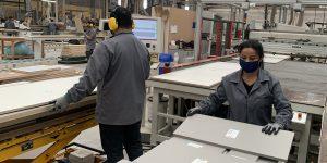 Exportações moveleiras de Bento Gonçalves crescem 81,4% no 1º semestre