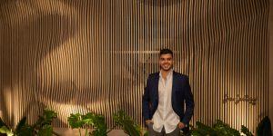 Designer da Placas do Brasil assina painel em ambiente da CASACOR ES